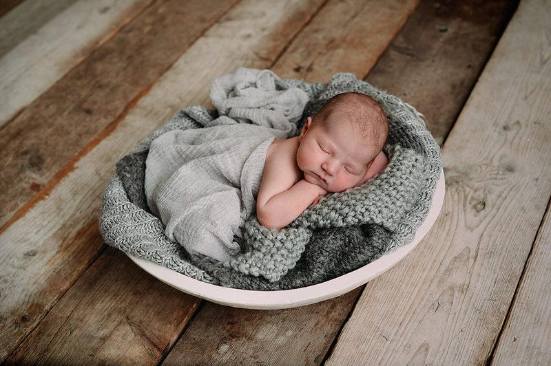newborn in schaal